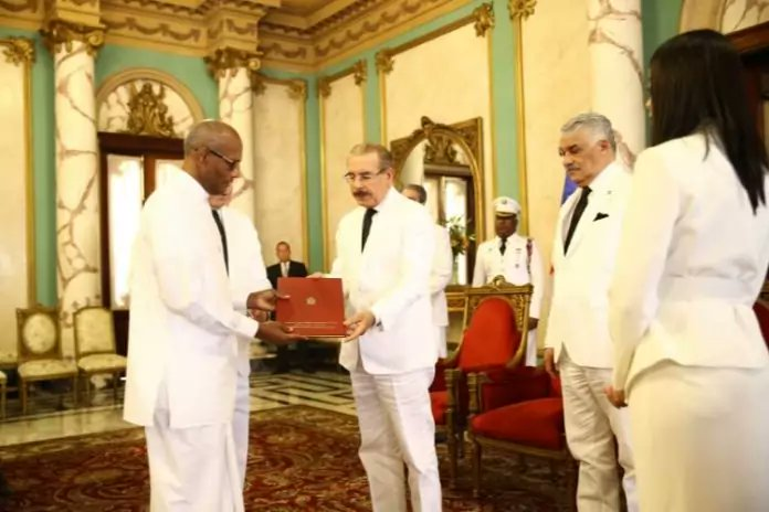 Ambassador of Sri Lanka H.E. Mr. A. L. Ratnapala presents his Letters of Credence to the President of the Dominican Republic H.E. Mr. Danilo Medina