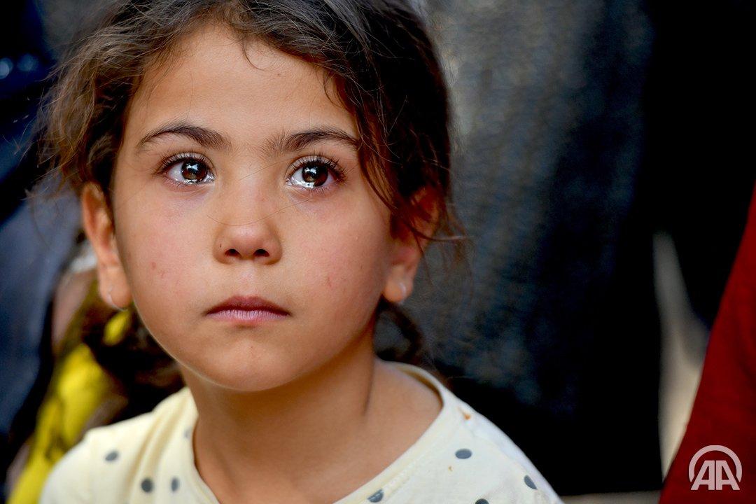 Çocuk yüreği, bir kardeşin acısına nasıl dayansın?!  #11EkimDünyaKızÇocuklarıGünü   https://twitter.com/AjansUrfa/status/1182619803816808449  …