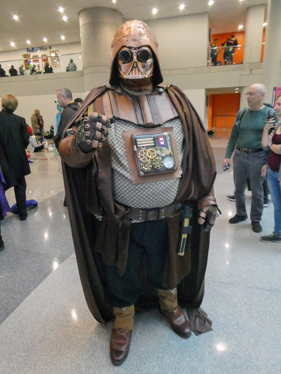 #Cosplay 🎩 Awesome of the Day: #Steampunk ⚙️ #StarWars #DarthVader Costume at #NYCC 2019 via @tascena #SamaCosplay