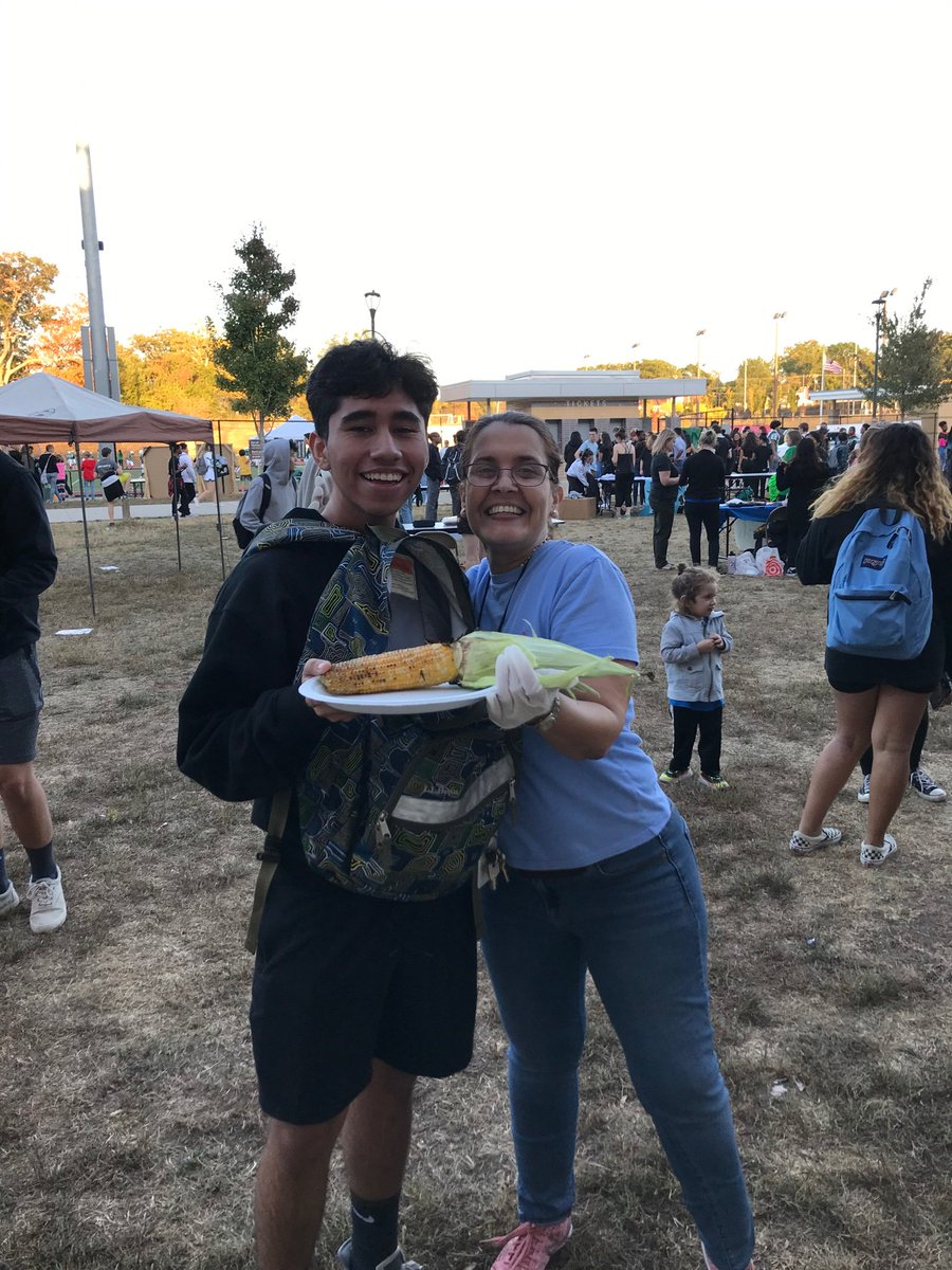 Come by the SHS quesadilla sale right now during the Hoco tailgate!! <a target='_blank' href='https://t.co/gcuxQRAwGF'>https://t.co/gcuxQRAwGF</a>