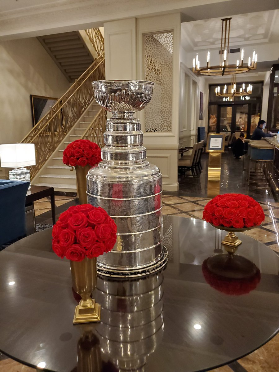 Remember the 80s hit Every rose has its Thorn? This is definitely not the case. #stanleycup @nhl @StLouisBlues @HockeyHallFame