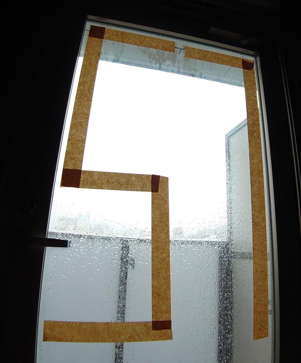 窓に素数貼ったから割れない!ヨシ!