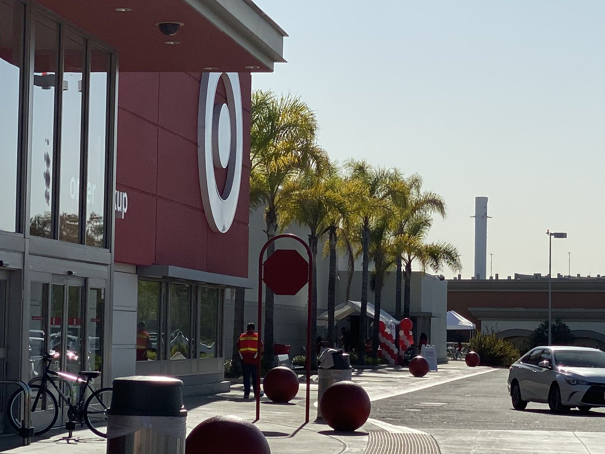 There's nothing more surreal than walking into a Target and there's just casually a flown Falcon 9 booster just hanging out in the background. I wonder how many people just think it's a smokestack 🤔🚀
