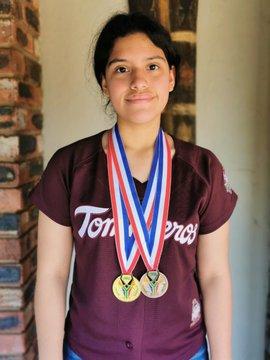 Karla Munguía gana 3 medallas en matemáticas, fue apoyada por Guillermo del Toro