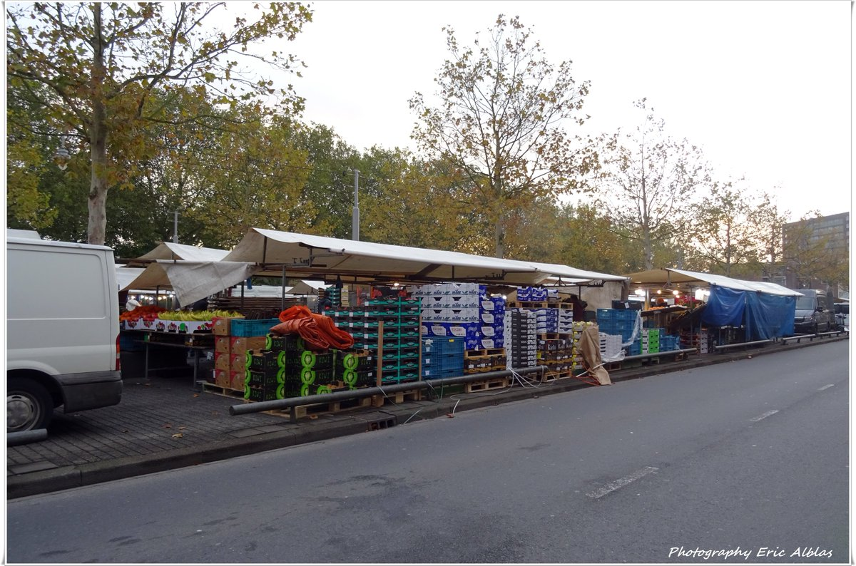 Goeie morgen Volgers het is zaterdag 12 oktober 2019. Vergeet vandaag de boodschappen niet op de gezellige markt aan het Afrikaanderplein op Rotterdam-Zuid. Fijne Dag & Groet van Eric.#goeiemorgen #weekmarkt #Afrikaanderplein #boodschappen