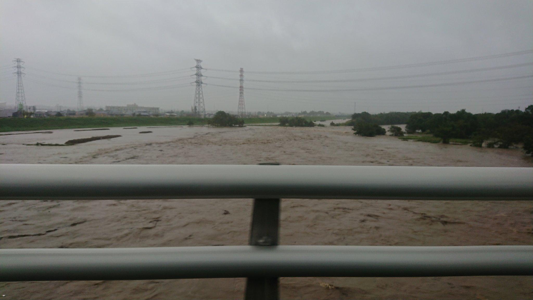 台風19号の大雨で氾濫の恐れのある入間川の現場画像