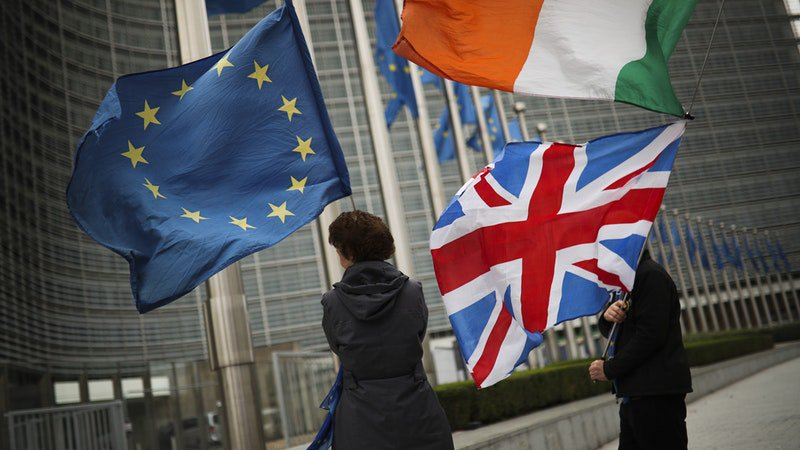 UK and EU officials hold weekend talks as hopes of Brexit deal rise itv.com/news/2019-10-1…