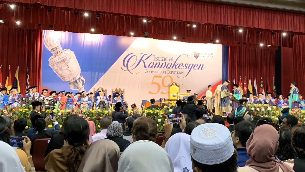 Tun Daim received his doctorate from UM today.  I did not notice it was him until the crowd applauded and the Chancellor, DYMM Raja Nazrin shook his hands.  His real name : Che Abdul Daim Bin Haji Zainuddin.  His dissertation is on the economic policy.  Congrats Tun Dr Daim..!!! <br>http://pic.twitter.com/hHCZNM6DGC
