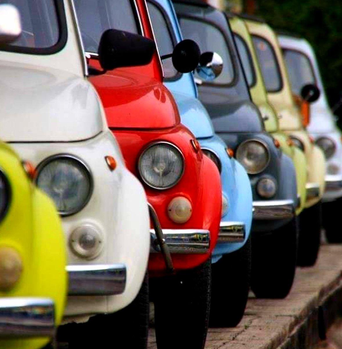 A queue of Fiat Cinquecento<br>http://pic.twitter.com/Kvz2oB87jx