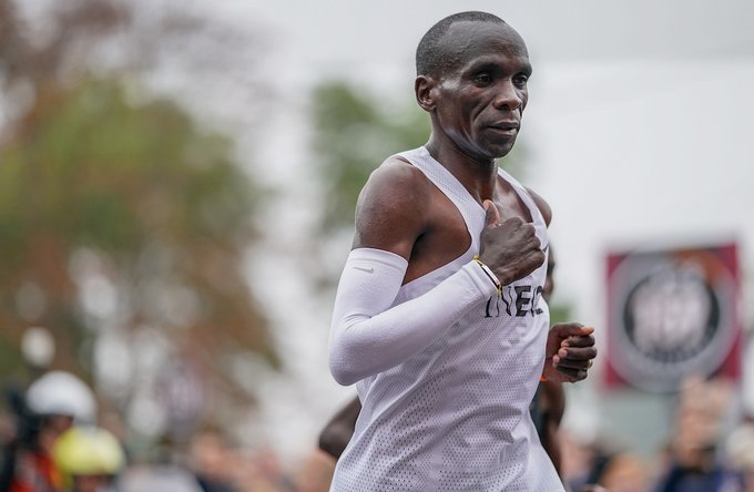 ELIUD KIPCHOGE makes history as the first human to run a marathon in under two hours clocking 1:59:40 #Eliud159  #IneosChallenge #NoHumanIsLimited #INEOS159 #eliudkipchoge https://t.co/wFxlQzIMB7