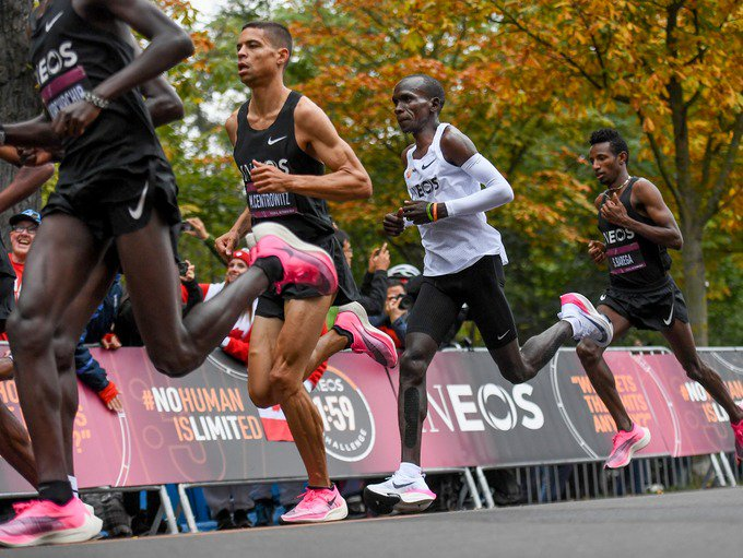 Eliud Kipchoge makes history by running a marathon in under two hours itv.com/news/2019-10-1…