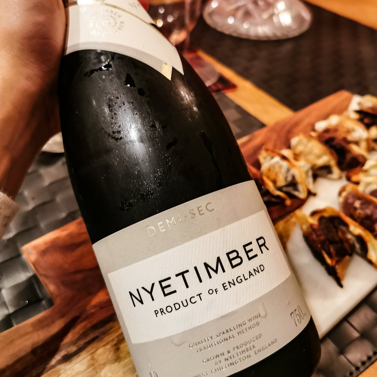 Had an awesome evening with @RobbiePriddle on Thursday, some big, rich wines and a good dollop of sweetness. @Nyetimber Demi Sec was outstanding and disappeared too fast, my first Domus was plump, powerful, engaging red, we ended on a 1998 Sauternes. Not bad for a week night!