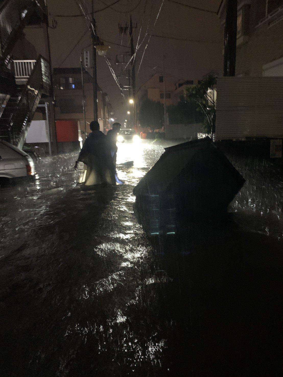 多摩川の氾濫で二子新地周辺が冠水や浸水している現場の画像