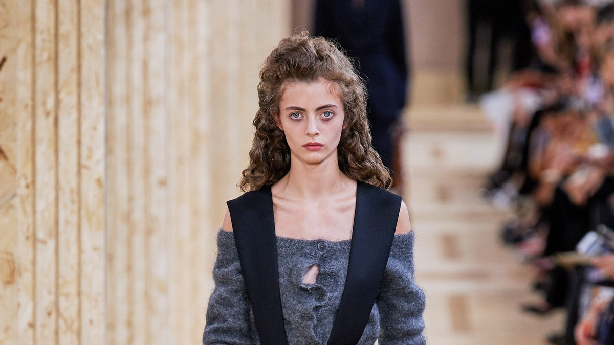 #MiuMiu Spring 2020 Ready-to-Wear #Collection - #Vogue    http:// rite.ly/wKWp     #springishere via @MySmallStoreMN via @voguemagazine #MySmallStoreMN<br>http://pic.twitter.com/EIXGuPzFrk