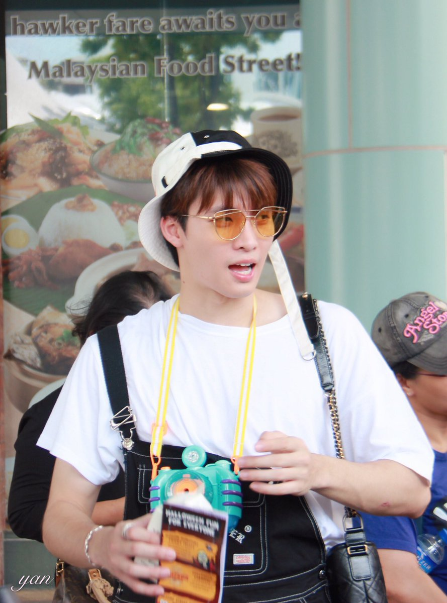191012 the sun shines through, reflect in your eyes  @m34nismind  #CHAMESingaporeTripx2wishDay4 #MeanPhiravich<br>http://pic.twitter.com/7Q66tQaS8k