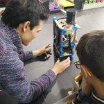 Image for the Tweet beginning: Le robot expliqué aux enfants
