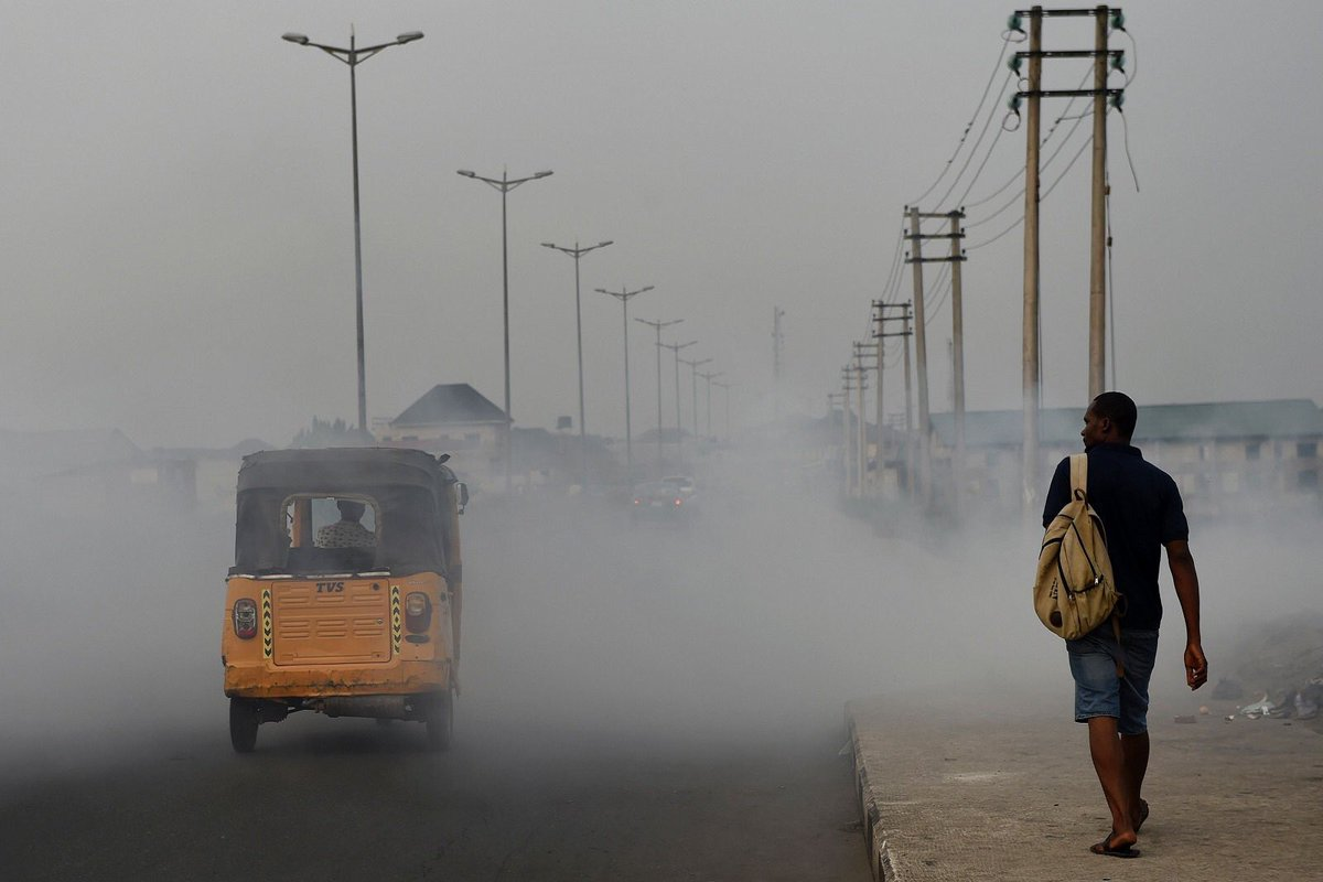 #AirPollution is hard to escape, no matter how rich an area you live in 🌆. Microscopic pollutants in the air can slip past our body's defences, penetrating deep into our respiratory & circulatory system, damaging our lungs, ❤️ & 🧠. bit.ly/2q9Zcfj
