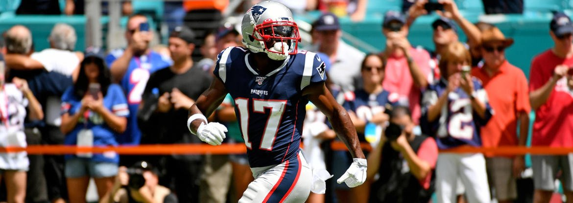 Antonio Brown reportedly wants to play in NFL soon, even would welcome return to Patriots dlvr.it/RG3Rk6