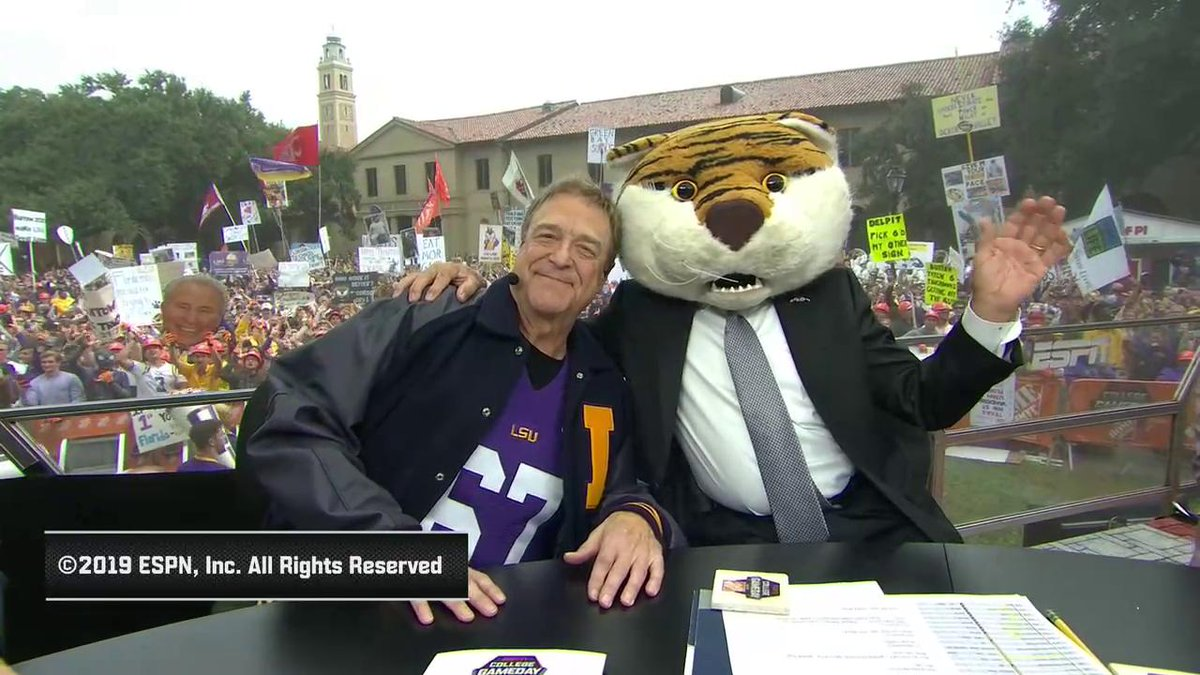 See Lee Corso's headgear pick for Florida-LSU