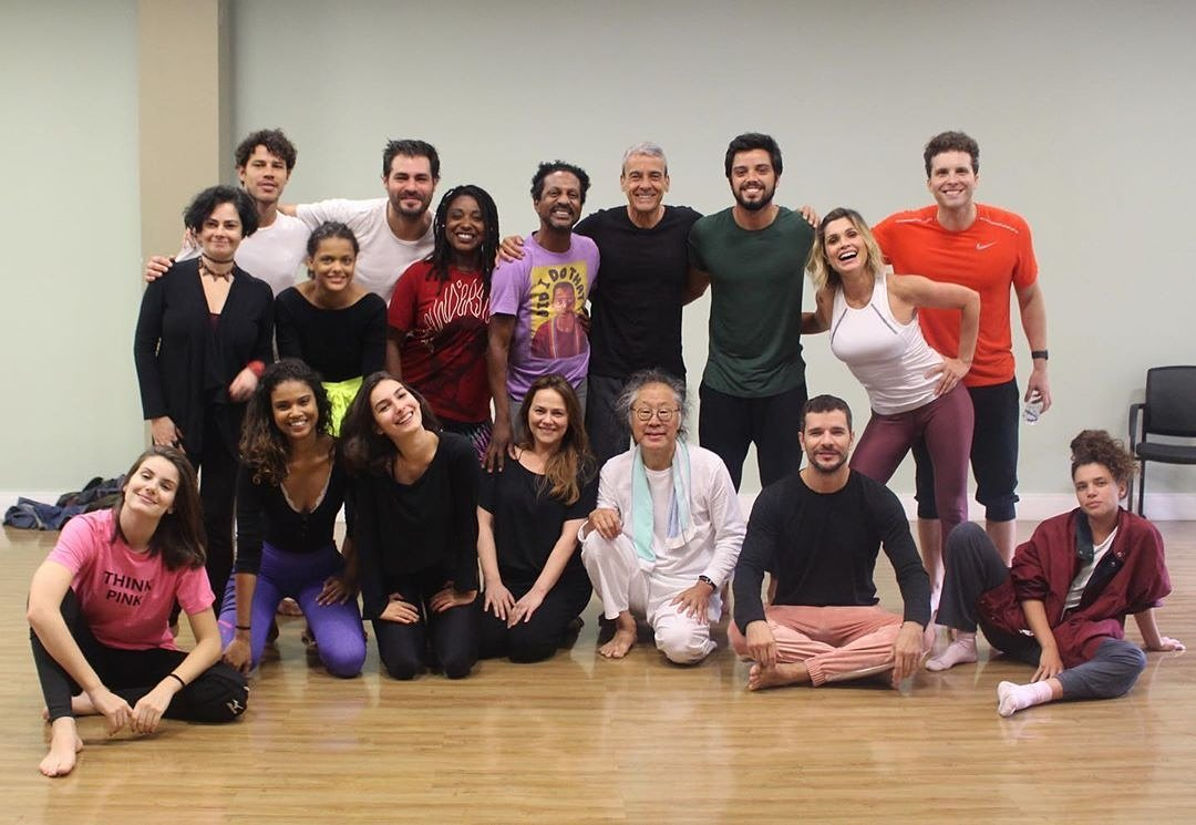 Reposted from @desenvolvimento.artistico (@get_regrann)  -  Último dia do Workshop de Butoh com Tadashi Endo e essa turma linda! #desenvolvimentodaa  - #regrann #marinamoschenpic.twitter.com/nvhjbYFuWt
