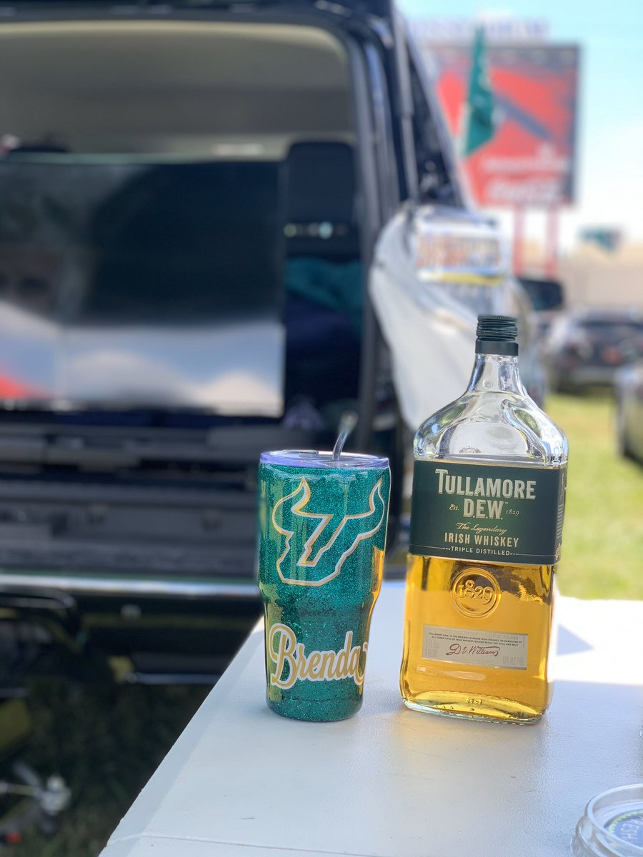 Perfect day for some tailgating! #GoBulls #USF #HornsUp <br>http://pic.twitter.com/1idpkdbnwo – à Raymond James Stadium