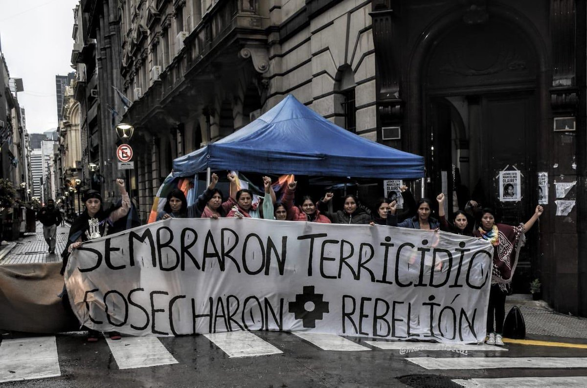 Hoy 12 de Octubre, las mujeres indígenas no se moverán. Sus voces son ya audibles. Continúan con la #OcupacionPacifica del #MinisterioDelInterior y exigen una mesa resolutiva #Nosqueresmoplurinacional #ResistenciaIndigena #Rebeliondelasfloresnativas vía @karinabidaseca