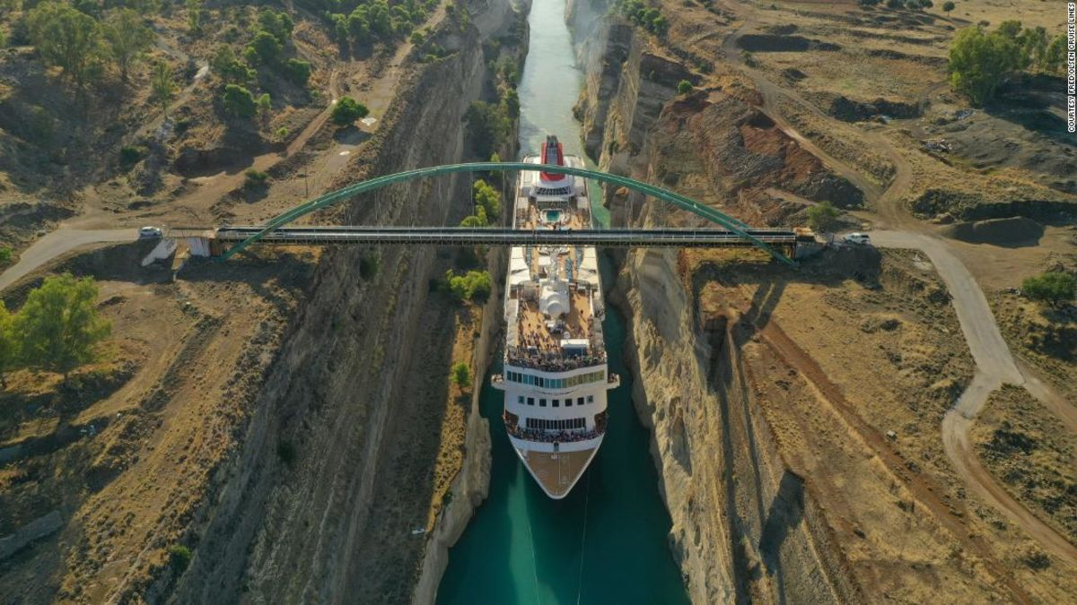 Huge cruise ship squeezes through Greek canal to claim record - Top Tweets Photo