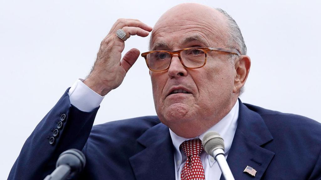 Trump backs legendary Giuliani amid reports of investigation into possible lobbying violations - Top Tweets Photo