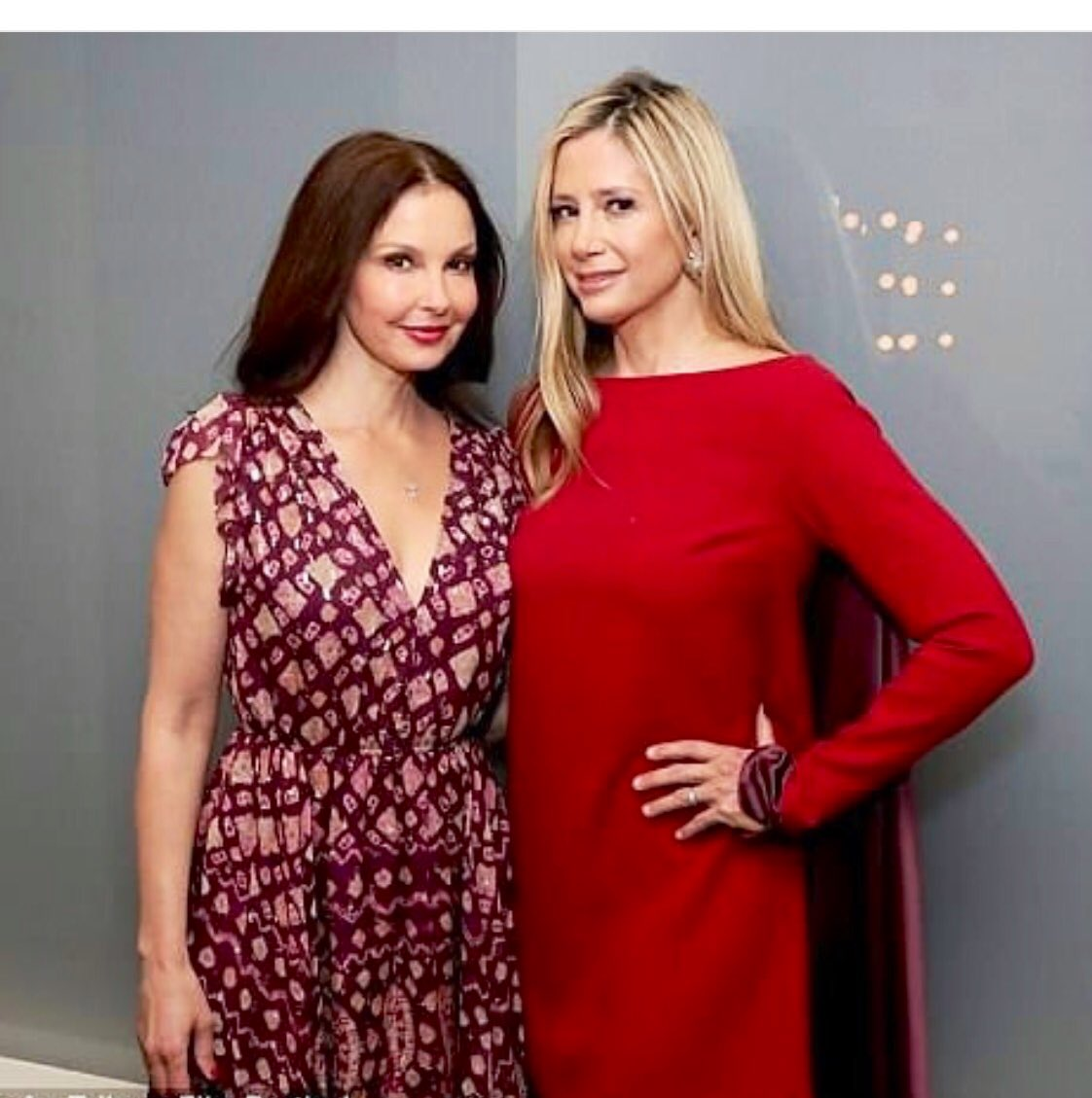👀Also, I'm just gonna point this out seeing as no one else has: @MiraSorvino's sporting a killer red frock THAT COMES WITH... A CAPE? #Shero #Literally ❤️ Thank you 🙏 @LiliBernard @_jessicabarth_  @RoArquette @TaranaBurke @AshleyJudd @GretchenCarlson @caitlindulany @reesegomes
