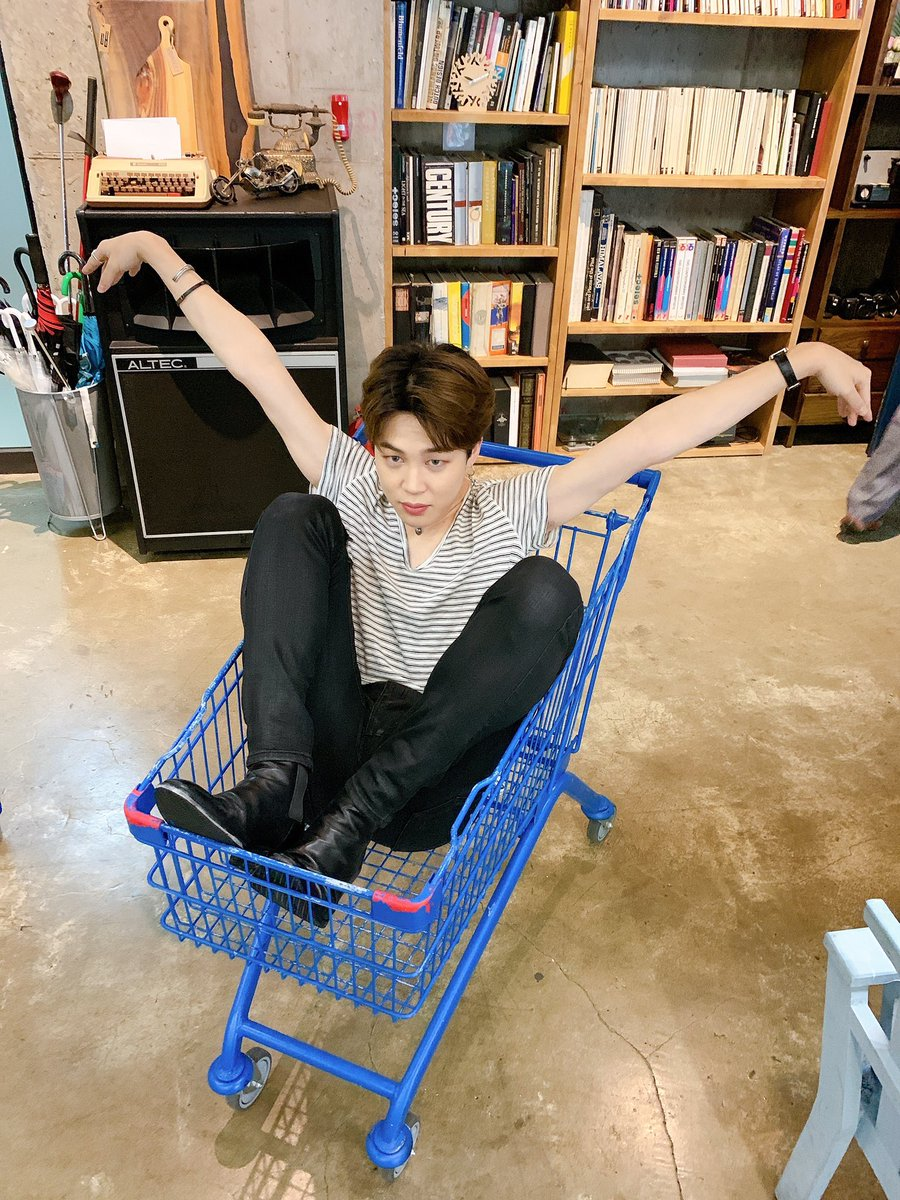 Happy Birthday, Jimin! If you ever need someone to push you around the grocery store I've got you!  #JiminBirthday #BTSArmy <br>http://pic.twitter.com/DlEZRnGRj5