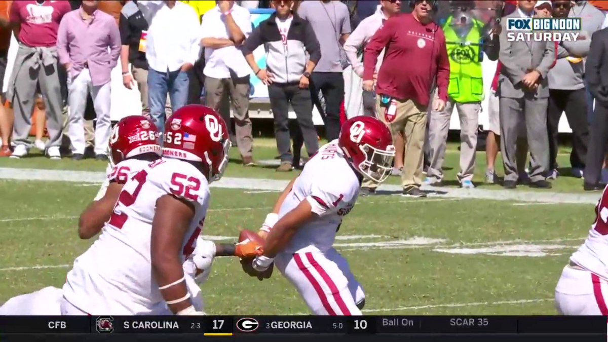 Oklahoma's Jalen Hurts impressed by his behind-the-back play vs. Texas