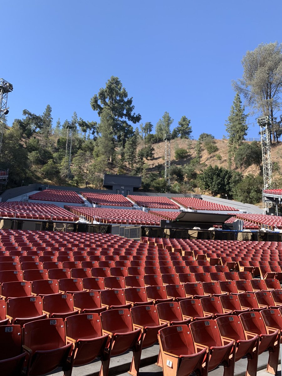 So excited to be at @Greek_Theatre in LA tonight! Who's coming along to join us? There are a few tickets left, grab them here: axs.com/events/374607/… #DoomDaysTour