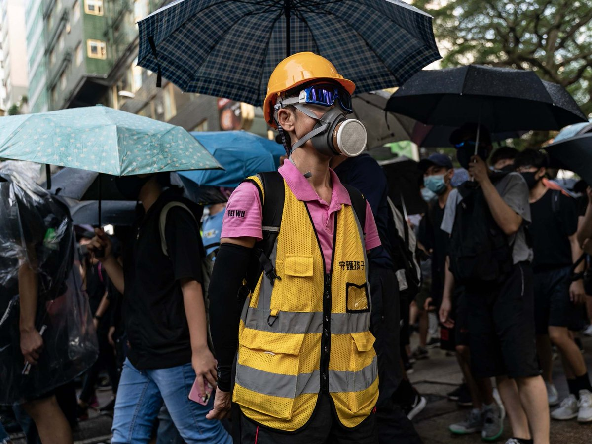 Hong Kong protests: Leader Carrie Lam scraps Ted Cruz meeting after he refuses to keep talks private as protesters throw petrol bombs - Top Tweets Photo