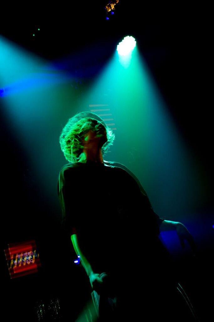 🎁🎁🎁 / #Eve(@oO0Eve0Oo)の『💗サイン入り💗ジャケット写真ステッカー』を抽選で10名様にプレゼント \ LINE MUSICで配信中、Eveの新曲「レーゾンデートル」をLINEのトーク画面BGM📱に設定してね!😉✨ #EveトークBGM キャンペーン詳細👇 lin.ee/FkBPuq/lnms/tw