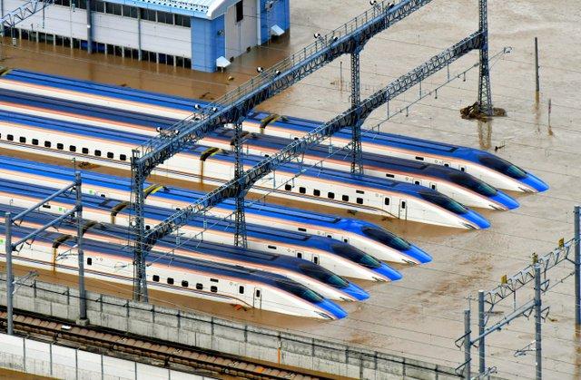 【千曲川氾濫の影響】北陸新幹線、車両基地で水没 長野長野市赤沼にあるJR東日本の北陸新幹線車両センターで、複数の新幹線の車両が浸水。現時点で被害の詳細は不明とのこと。