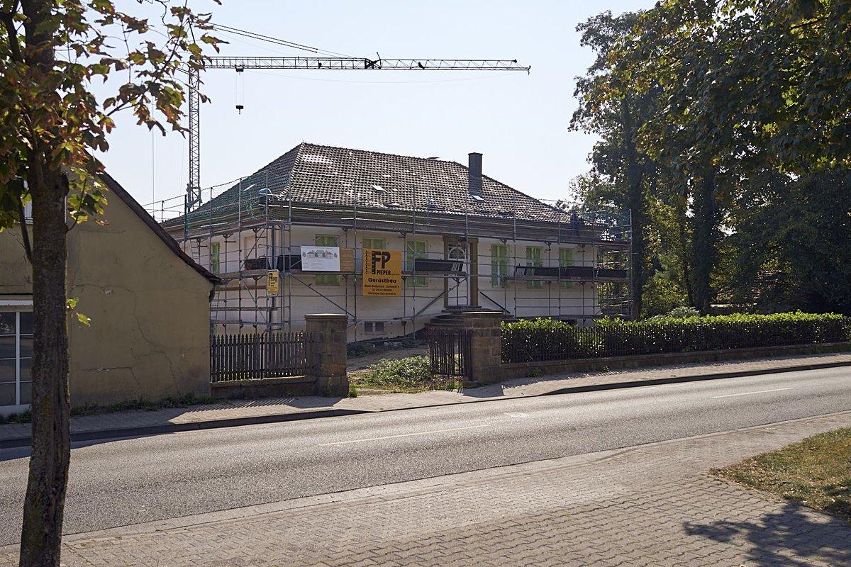 Das Roetteken-Palais wird schön gemacht. Fassade von der Pixler-Str.  . .  #adgermany #theheritagepost #reiselandnrw #heritage #barnim #fachwerk #europestyle_germany #deutschlandkarte #schönerwohnen #vintageberlin #save #alteshaus #berlinliving #fachwerkhausliebe #zimmermannpic.twitter.com/InsyLryaKI