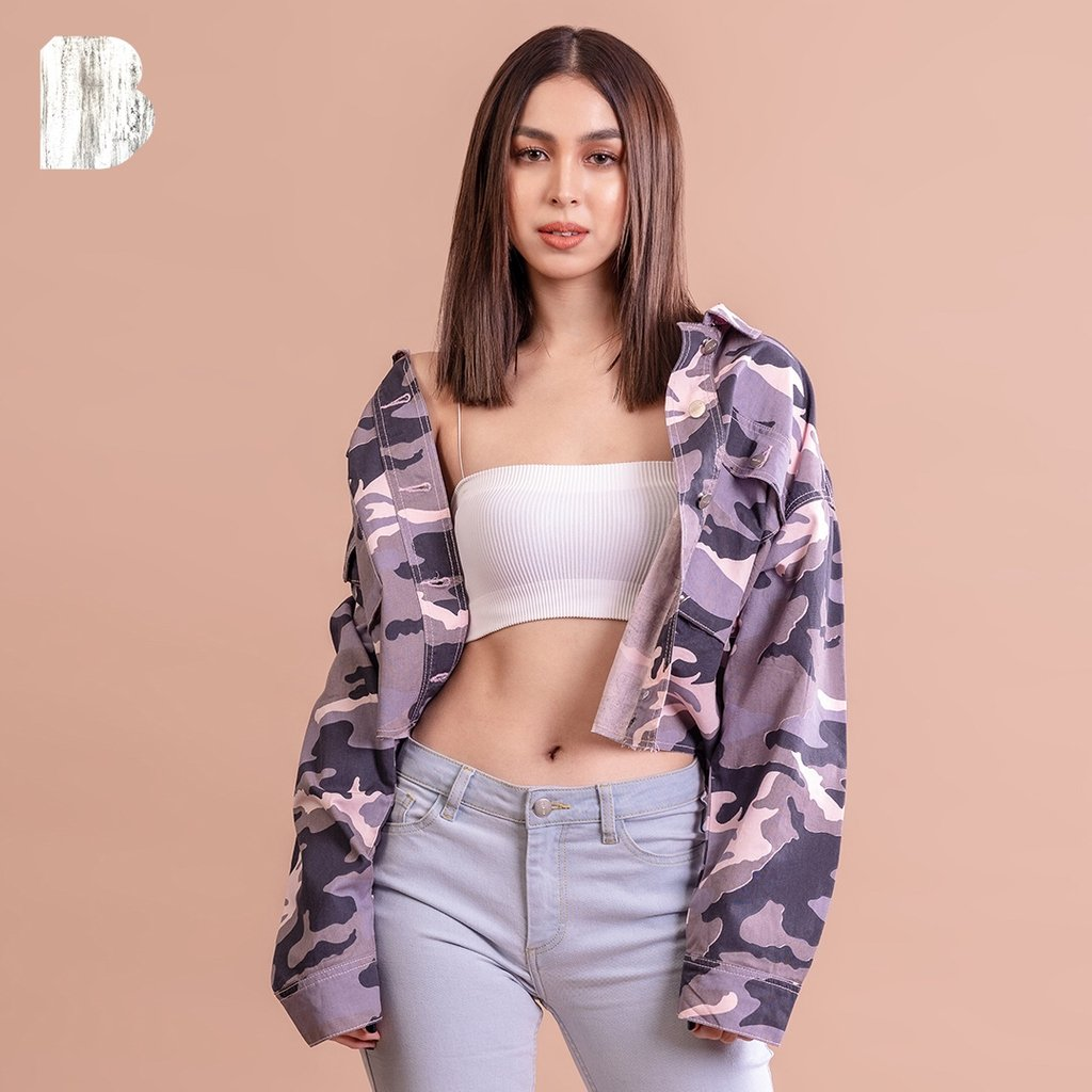 Double denim calls for a double tap ❣️ @BarrettoJulia lookin' extra in #DenimEveryday
