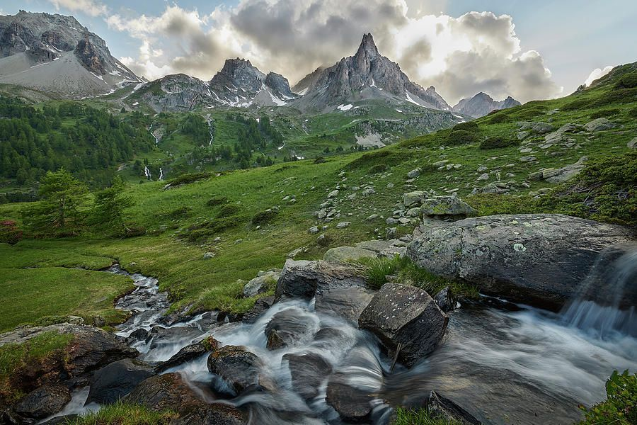 Art for the Eyes!  #frenchalps #alps #artwork #art #artlover #landscapelovers #photooftheday #wallart #PHOTOS #visa #AmexLife #amex #photographyislife #picoftheday #saatchiart #italiausa #naturelovers   https://buff.ly/2O6KlN2