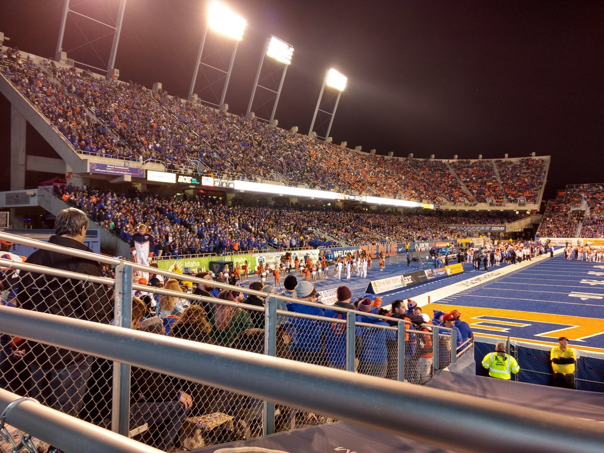 36,900 and a record. #BoiseState <br>http://pic.twitter.com/Nd7uedPGgn