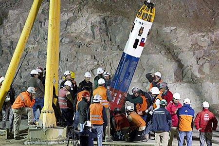 RT @reddeemergencia #UnDiaComoHoy  13 de Octubre del año 2010, finaliza con éxito el rescate de los treinta y tres mineros atrapados, desde hace sesenta y nueve días, en mina San José, en región de Atacama. #Chile  Cc @MinMineria_cl @bprokurica @Sernageomin @GobiernodeChile
