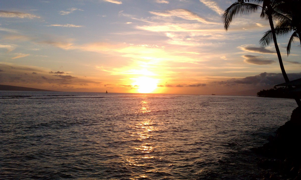 Another stunning Maui sunset. This one was photographed in Lahaina. #Hawaii<br>http://pic.twitter.com/e39Y1nOMNo