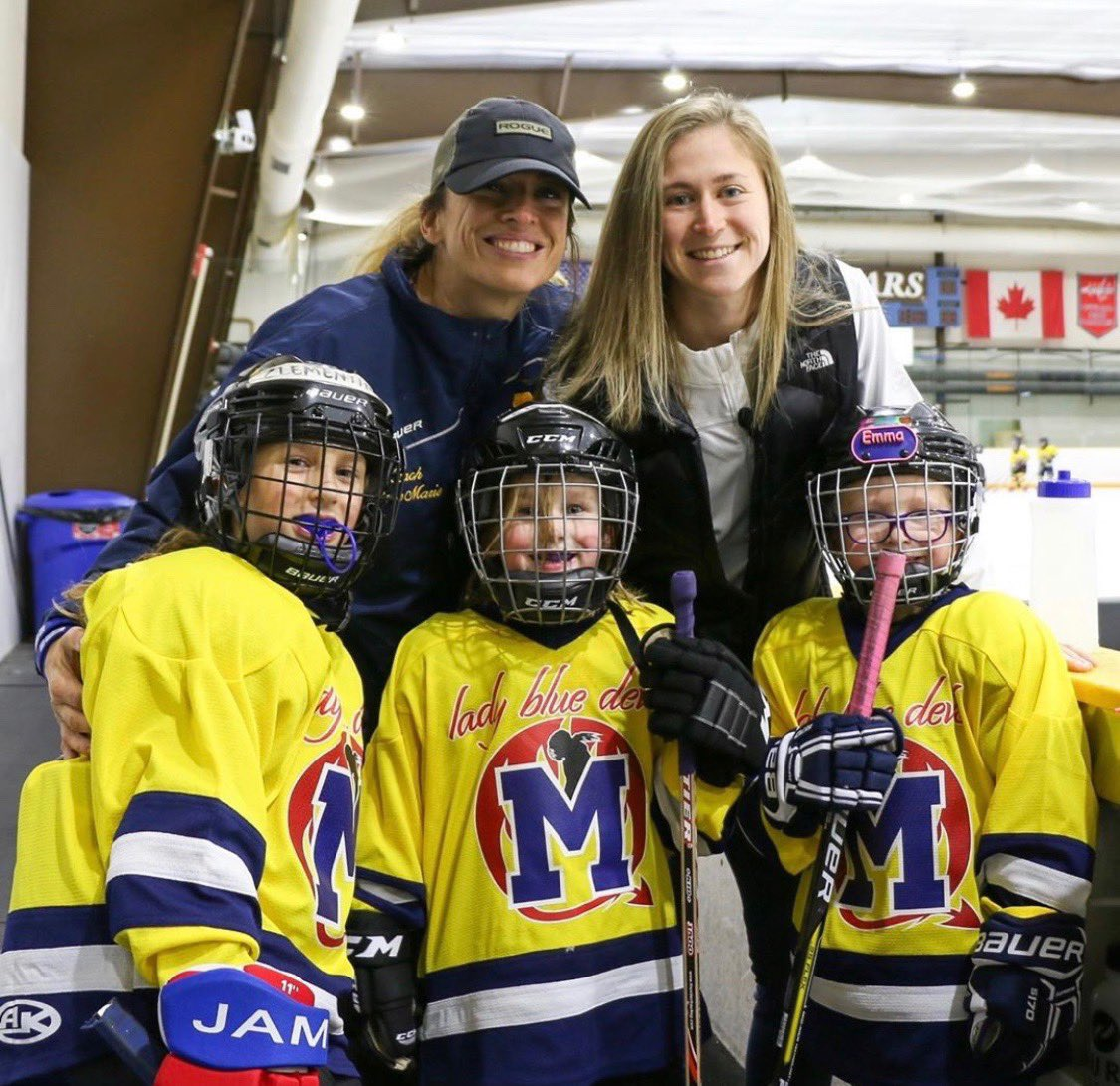 P(L)AYING it forward 🏒 Our @Capitals Hockey Ambassador @skrooops28 visited her former MYHA team for their 8U Girls' Jamboree at @RockvilleIce yesterday! #ALLCAPS #GirlsHockey