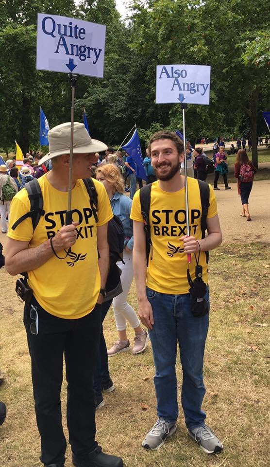 Take a backup battery for yr mobile! Wear layers for temperature difference. Multiple snacks you can share with others. Safety pins (multiple uses) Funny placard (s) Smile Hope you have the chance to sing along with @yorkshireeurope  and @Cornwall4EU  #BeAPixel  #FinalSay<br>http://pic.twitter.com/bp6npF5tzA