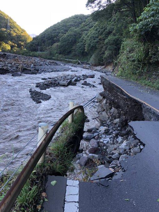 嬬恋村を通る国道144号の台風19号による被害