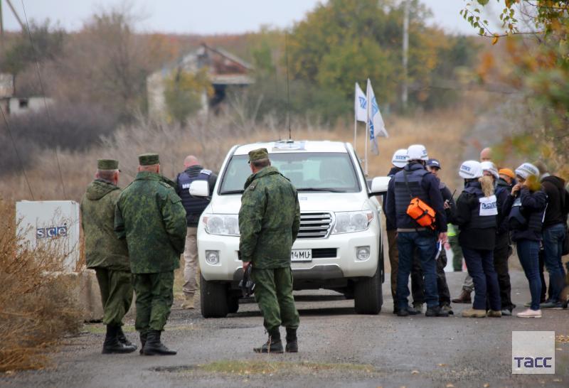 В ДНР сообщили, что Киев подтягивает снайперов и бронетехнику в район разведения: go.tass.ru/A5SJ