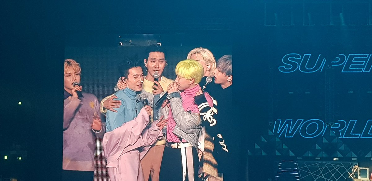 """The moment bfr Hyuk """"licked"""" the cream from Hae nose ...  <br>http://pic.twitter.com/qUP0D7qm3l"""