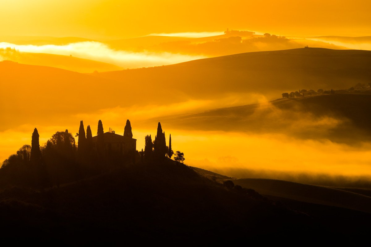 4 of my favourites from last week, showing the rolling landscape of the Val d'Orcia @VisitTuscany<br>http://pic.twitter.com/TqHUJC68ki