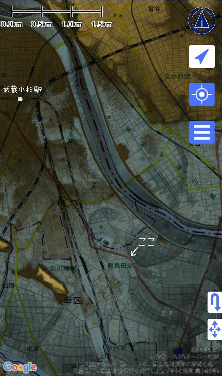 武蔵小杉駅周辺には真っ直ぐにされる前の多摩川がのたくってた、と話題ですね。多摩川河口近くの地形図見ると(スーパー地形アプリ  で表示)蛇行してた跡がいたるところにあって、古市場とか実際行ってみると確かに道が土手の跡っぽい上り坂。