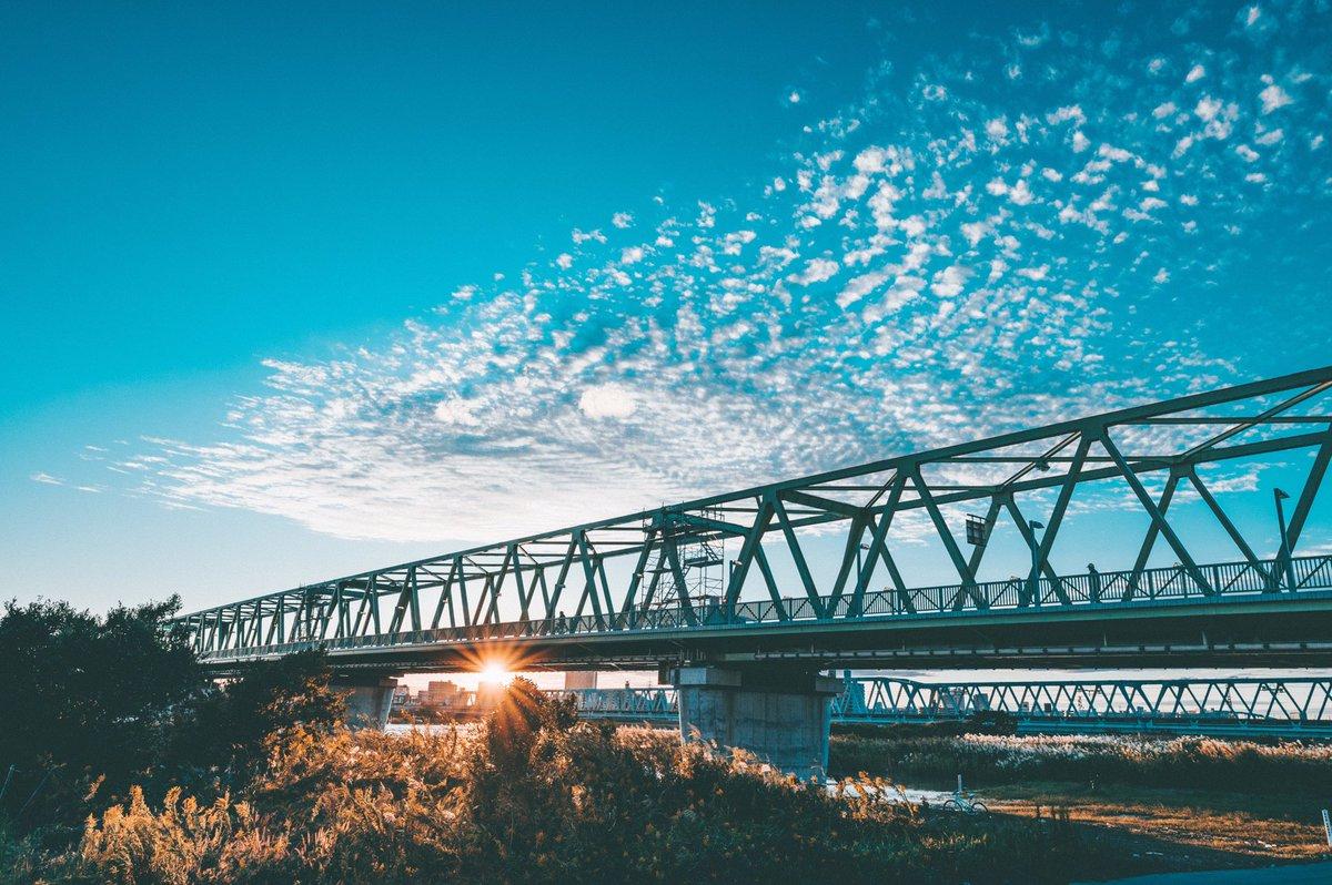 今日は荒川に沈む夕日を撮りに。昨日は脅威を感じていた荒川が、今日は輝いて見えた。