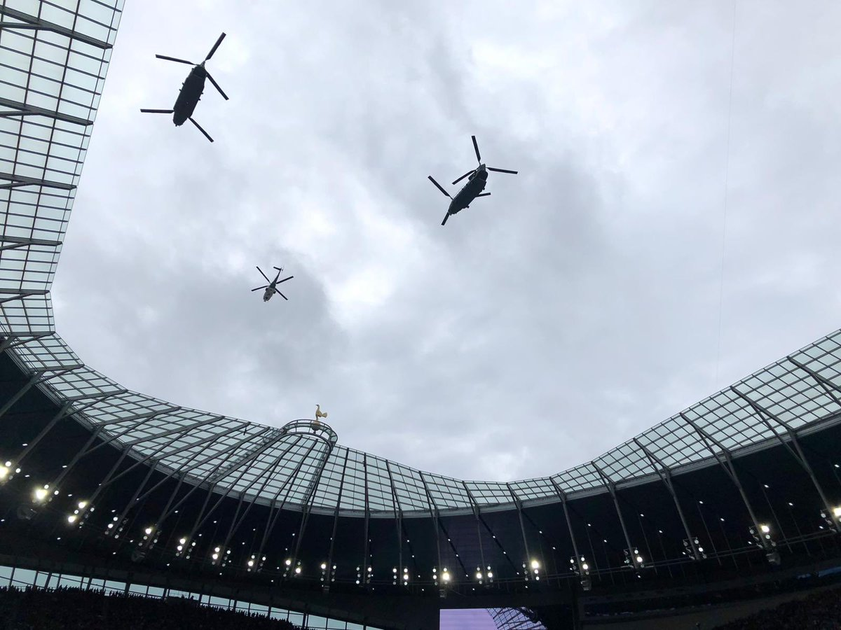 Split second timing by the @ComdJHC heli crews from @RAFBenson & @RafOdiham today. Co-ordinated by our two chaps on the highest part of Tottenham Hotspur Stadium for the #NFLLondonGames #NFLUK #Buccaneers vs #Panthers match. #TogetherWeDeliver #NoOrdinaryJob